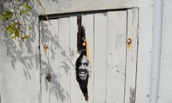 Ecco come trasformare una vecchia porta in una citazione cinematografica colta