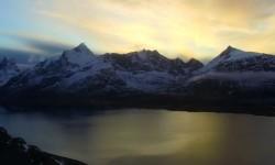La Norvegia dei fiordi e delle vette innevate vista dal drone