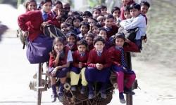 Modi di andare a scuola: tutti a lezione su due ruote in Kerala (India)