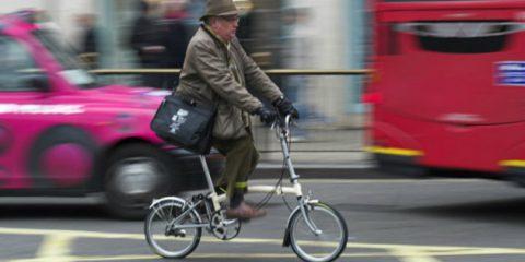 Londra in bicicletta, il sindaco Khan annuncia investimenti per 770 milioni di sterline in cinque anni
