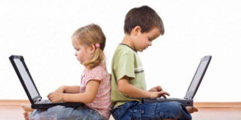 Istat: 1 famiglia su 3 senza Internet, ma il 45% dei bimbi da 6 anni in su naviga tutti i giorni