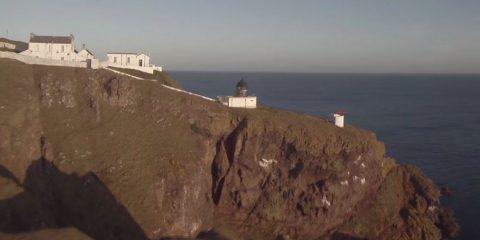Video droni. Berwickshire Coast (confine scozzese), la Riserva Naturale di St Abb vista dal drone