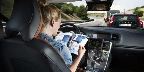 Auto a guida automatica: serve il 5G e l'Italia aspetta un piano. Rapporto britannico sui benefici