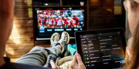 Eurispes: Smartphone e tablet fanno bene alla Tv. Millennials al telefonino 2 ore al giorno