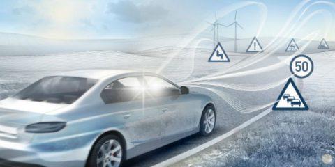 Auto connesse: 260 mila incidenti in meno e taglio di 400 mila tonnellate di CO2 nel 2025