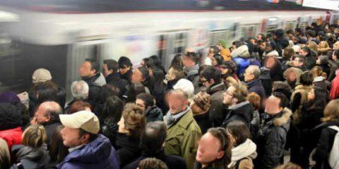 Trasporto pubblico obsoleto in Italia: è l'offerta più bassa in Europa. Studio Cdp