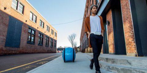 Robot, Piaggio 'Gita': il 'trolley' che cammina da solo (video)