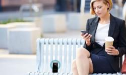 woman_mobile-min