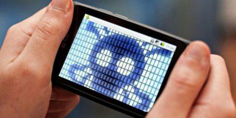 Malware mobile, nel 2016 triplicati gli attacchi
