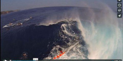 Videodroni. L'onda gigantesca di Maui (Hawaii) vista dal drone