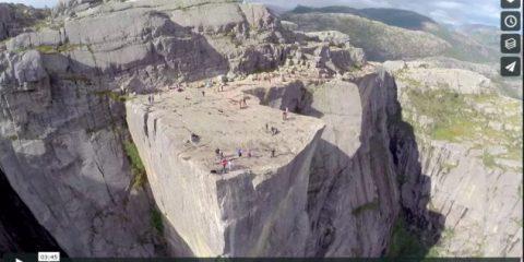 Videodroni. La famosa roccia di Preikestolen (Norvegia) vista dal drone