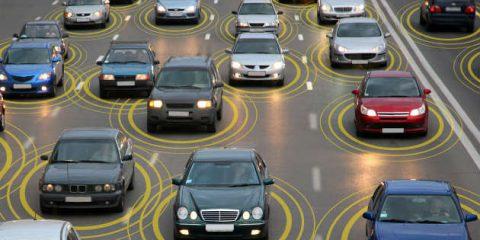 Smart road, disco verde ai test. La via italiana alla guida autonoma