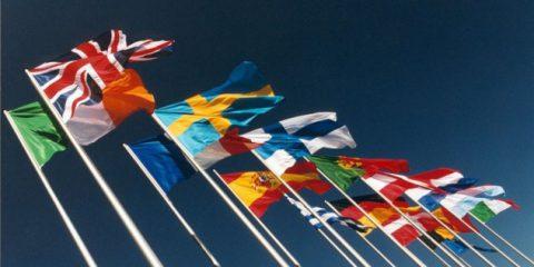 Eurobarometro, appartenenza all'UE positiva per due italiani su tre