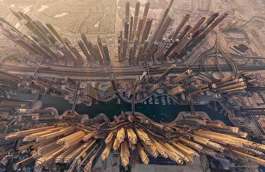 Giramenti di testa. Dubai vista dall'alto