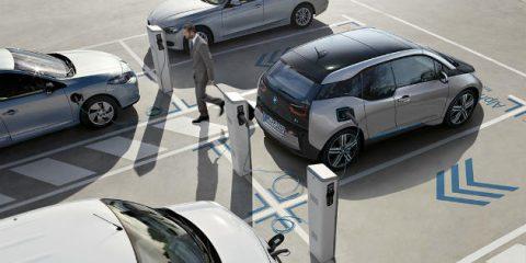 eMobility, nuove case con colonnine per auto elettriche. Normativa da aggiornare entro l'anno