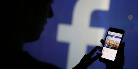 Facebook multata con 150mila euro in Francia 'Ha raccolto dati degli utenti senza consenso'