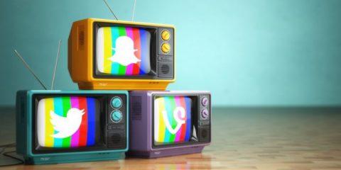 Televisione italiana, in buona salute e sempre più social dipendente