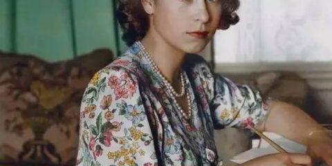 Tutti siamo stati giovani un tempo: la Regina Elisabetta II a 18 anni (1944)