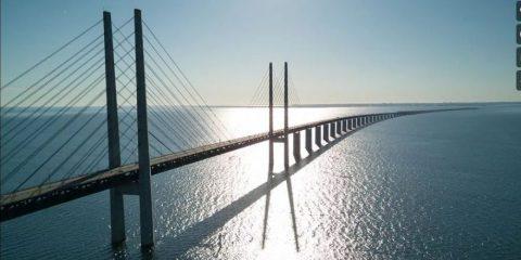 Videodroni. Il ponte di Öresund (tra Svezia e Danimarca) visto dal drone