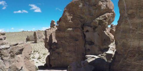 Videodroni. La Rock Valley (Ande boliviane) vista dal drone