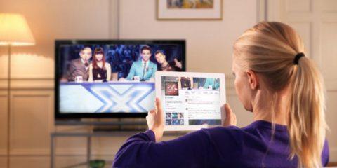 Social Tv per 5,4 milioni di italiani al mese. Facebook batte Twitter, sport il più commentato