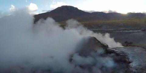 Videodroni. I geyser di El Tatio (Cile) visti dal drone