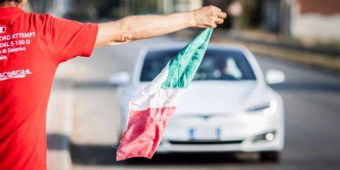 Tesla, record mondiale. In Italia percorsi 1078 km senza mai ricaricare (Video)