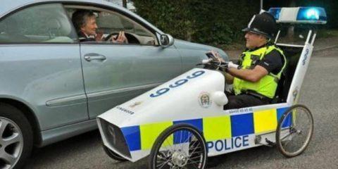 Poliziotto a pedali: concilia subito o la inseguo?