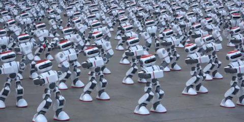 Robot, in più di mille ballano in sincrono. Record mondiale (Video)