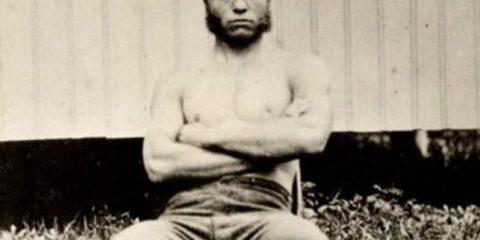 Foto inconsuete: Theodore Roosevelt a 19 anni in un giorno di festa ad Harvard (1877)