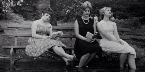 Central Park, piedi immersi nel laghetto e testa immersa nei libri (1961)