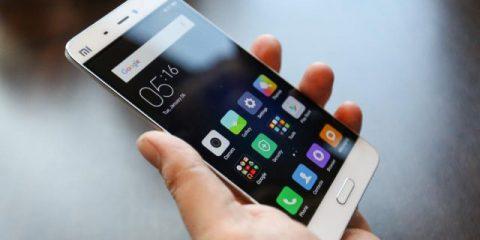 Smartphone, le vendite tornano a crescere con i modelli di fascia bassa