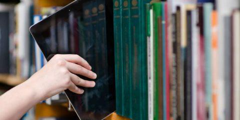 Editoria in Italia, il mercato digitale cresce del 16% a 323 milioni di euro