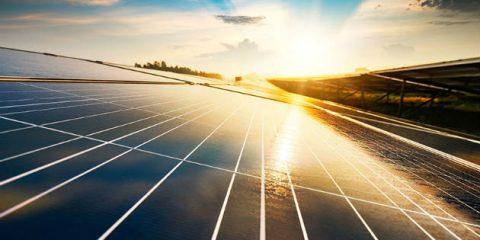 Rinnovabili, fotovoltaico crescerà del 43% nel 2022. Italia paese con più solare nel mix energetico