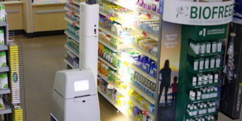 Robot, tra gli scaffali del supermarket al posto dell'addetto alle vendite e al lago a forma d'insetto (Video)