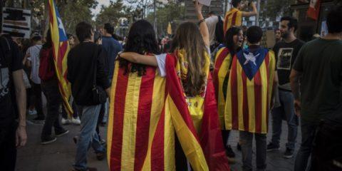 Il parlamento catalano vicino a un nuovo atto di ribellione, Trump si schiera per provvedimento sul controllo delle armi, Elezioni italiane