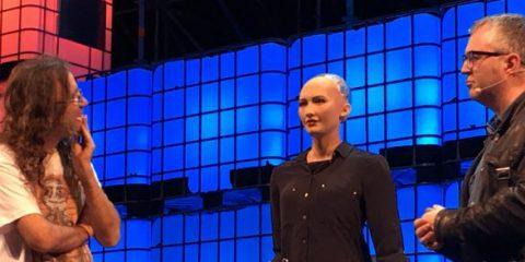 Robot, Sophia oggi rilascia interviste domani ci ruberà il lavoro? (Video)