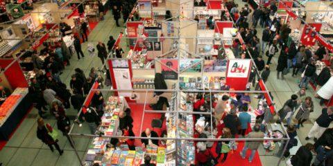 Editoria, la libreria tradizionale è viva ma il 30% dei lettori compra libri online