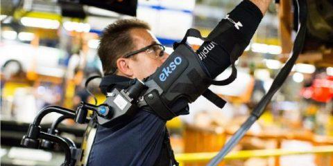 Industria 4.0, la Ford sperimenta gli esoscheletri per gli operai (video)