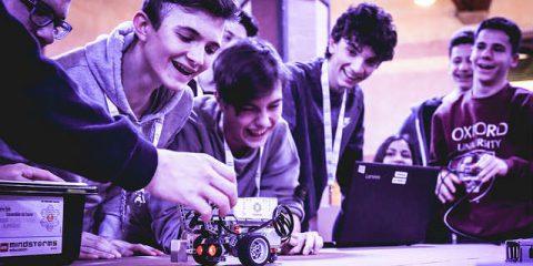 Scuola, 25 milioni per la formazione high tech dei docenti e spunta il curriculum di educazione civica digitale