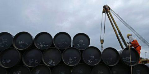 Petrolio, attesi 1,5 milioni di barili al giorno nel 2018. Prezzo in rialzo per le proteste in Iran