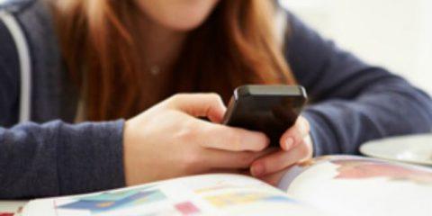 Smartphone in classe? La privacy degli studenti italiani nelle mani delle lobby digitali