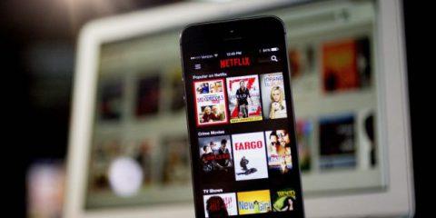 Netflix, all'orizzonte la concorrenza di Apple e Disney