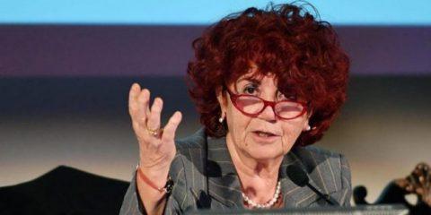 Smartphone in classe, la ministra Fedeli accelera 'La circolare prima delle politiche'