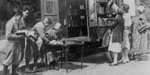 Fame di sapere: una biblioteca mobile nella New York del 1925