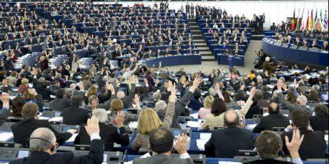 Fisco, il Parlamento Ue propone il regime unico e prova ad anticipare la web tax