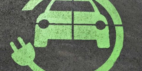 Auto elettriche, cresce l'autonomia dei veicoli grazie alle nuove batterie Li-ion sviluppate in Europa