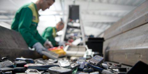 RAEE, dallo smartphone alla tv 17.000 tonnellate di piccoli rifiuti elettronici