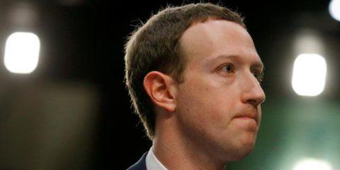 Facebook, Zuckerberg piange lacrime di coccodrillo al Senato. Oggi bis alla Camera