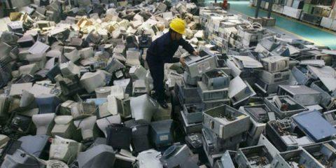 Economia circolare, tecnologia italiana per recuperare il 30% di plastica dai rifiuti elettronici